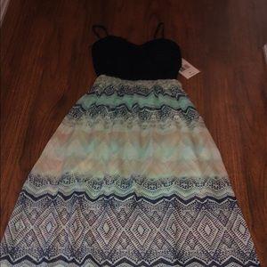 NWT Trixxi Maxi Dress